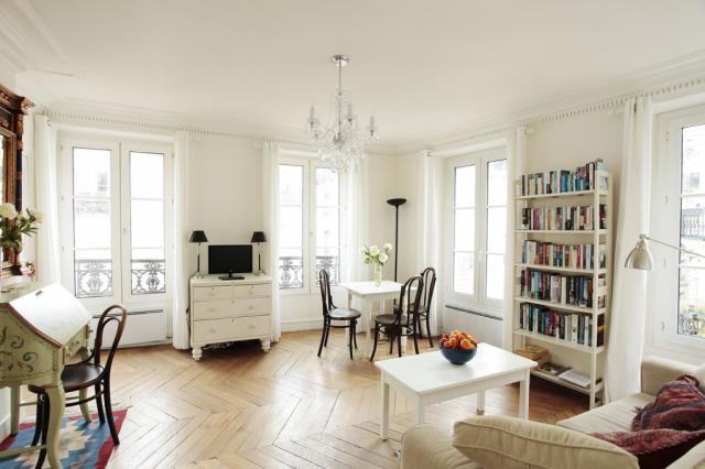 Superb PerfectlyParis Queens Corner Sleeps 3